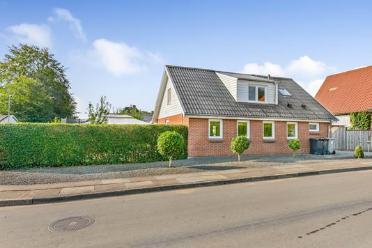 Villa på Niels Ebbesens Vej i Randers NV - Ejendommen