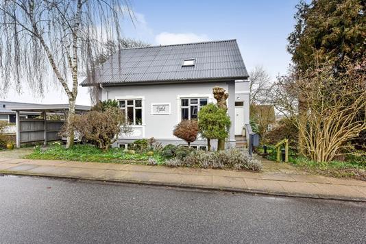 Villa på Frederiksbergvej i Randers SV - Ejendommen