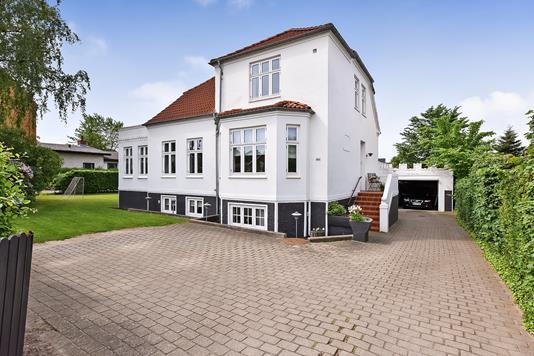 Villa på Århusvej i Randers SV - Ejendommen