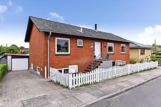 Villa på Godthåbsvej i Randers SØ - Ejendommen