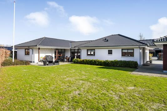 Villa på Lokesvej i Oksbøl - Ejendommen