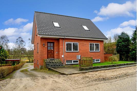 Villa på Hovedgaden i Låsby - Ejendommen