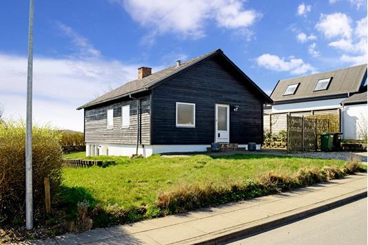 Villa på Møddebrovej i Solbjerg - Ejendommen