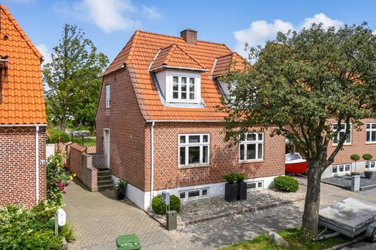 Villa på Holbergs Alle i Esbjerg - Ejendommen