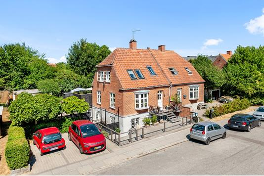 Villa på Emil Aarestrups Vej i Aarhus C - Ejendommen