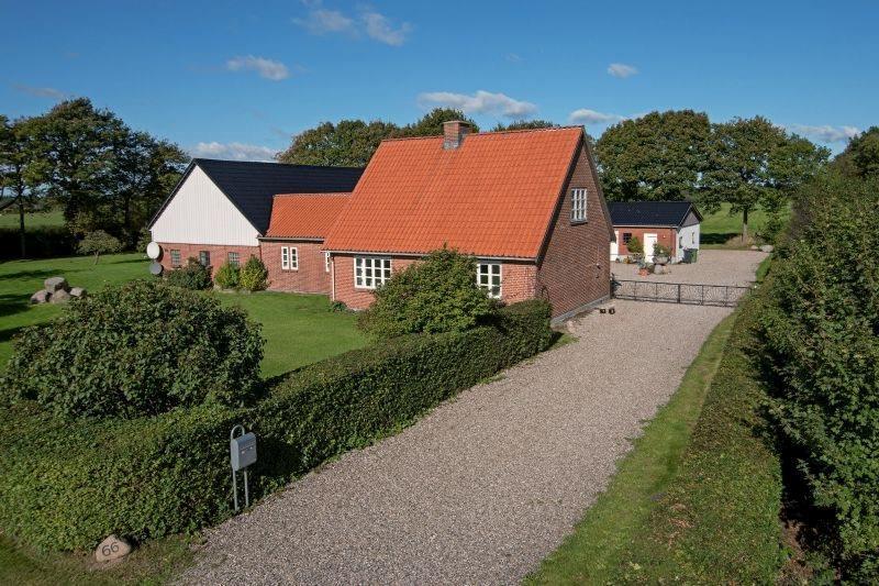Landejendom på Tøndervej i Padborg - Ejendommen