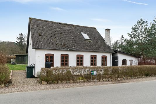 Villa på Kirkeby Sand i Stenstrup - Set fra vejen