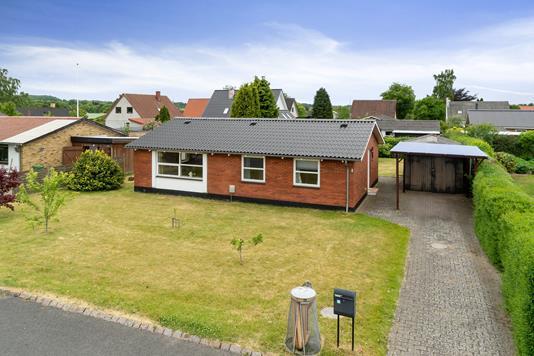 Villa på Nystedsvej i Stenstrup - Set fra vejen