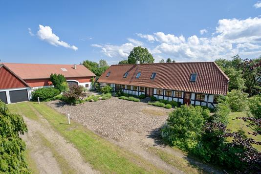 Landejendom på Strammelse Gade i Svendborg - Set fra vejen