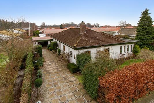 Villa på Løvsangervej i Svendborg - Set fra vejen