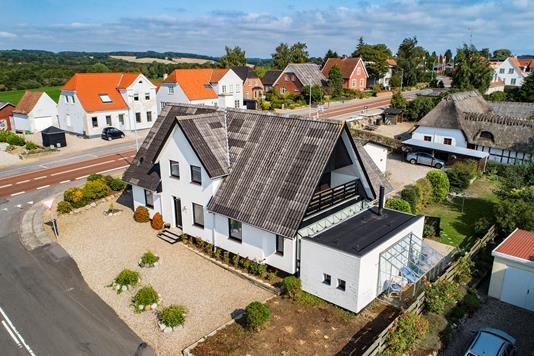 Villa på Østre Stationsvej i Vester Skerninge - Luftfoto
