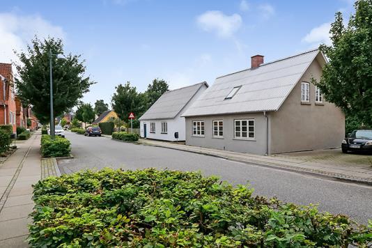 Villa på Stationsvej i Stenstrup - Ejendommen