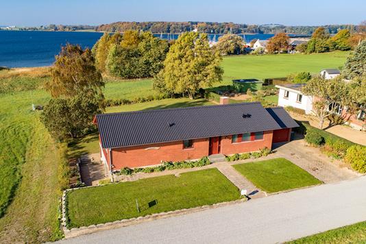Villa på Strandhuse i Vester Skerninge - Luftfoto