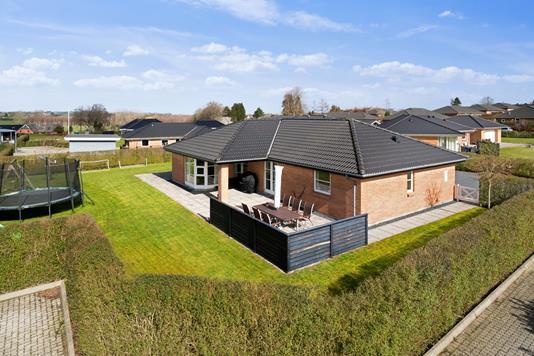 Villa på Gryagervænget i Gudme - Set fra vejen