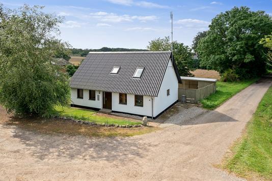 Villa på Rødmevej i Stenstrup - Set fra vejen