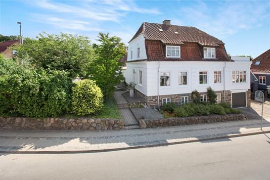 Villa på Banegaardsvej i Hobro - Ejendommen