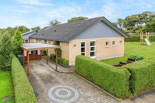 Villa på Kløvervej i Nørager - Ejendommen