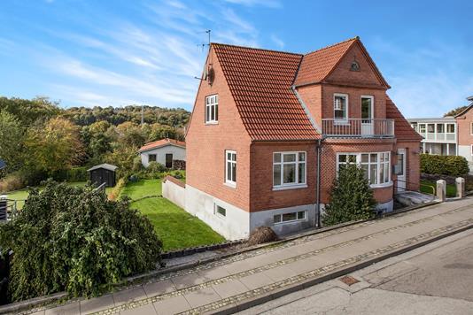 Villa på Hovangsvej i Hobro - Ejendommen