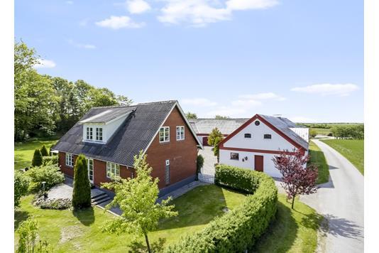Villa på Enshøjvej i Nørager - Ejendommen
