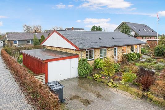 Villa på Snebærvej i Hobro - Ejendommen