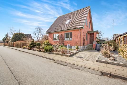 Villa på Fruerlund i Nørager - Ejendommen