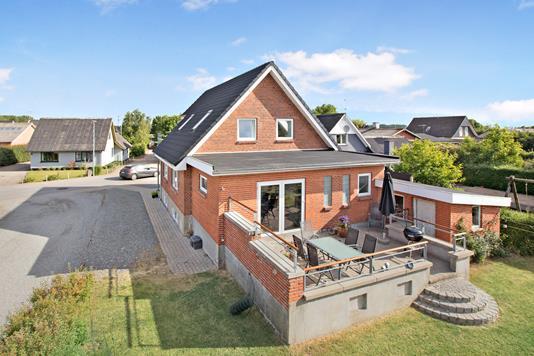 Villa på Lundgaard Hedevej i Hobro - Ejendommen