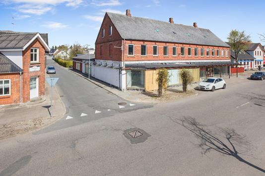 Villa på Jernbanegade i Nørager - Ejendommen