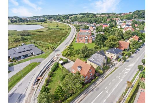 Villa på Jernbanegade i Hobro - Luftfoto