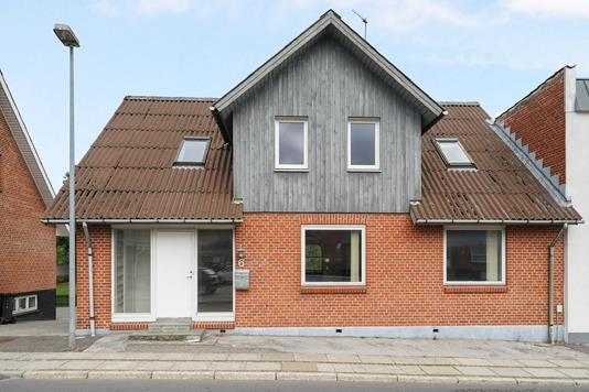 Villa på Skårupvej i Hobro - Ejendommen