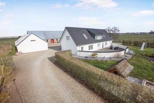 Landejendom på Elbjergvej i Nørager - Ejendommen