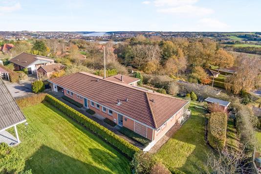 Villa på Sortebærvej i Hobro - Luftfoto