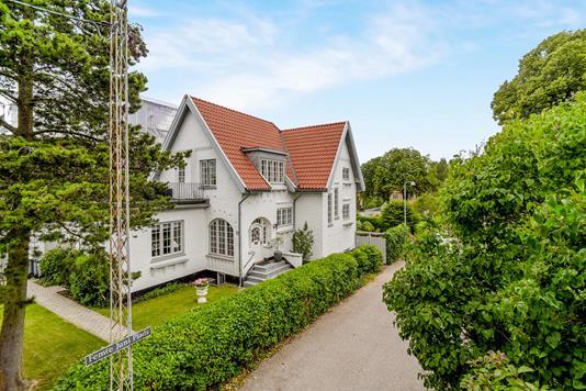 Villa på Femte Juni Plads i Frederiksberg - Ejendommen