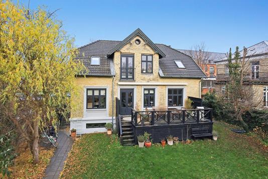Villa på Dronningensvej i Frederiksberg - Ejendommen