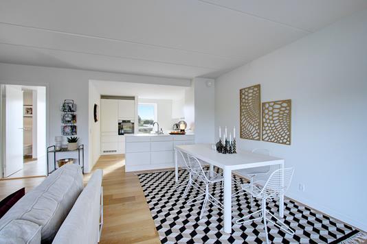 Villa på Østerbækvej i Hornbæk - Spisestue