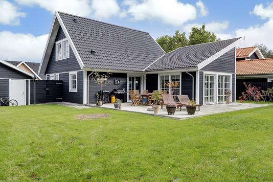 Villa på Carl Bødker Nielsens Vej i Hornbæk - Ejendommen