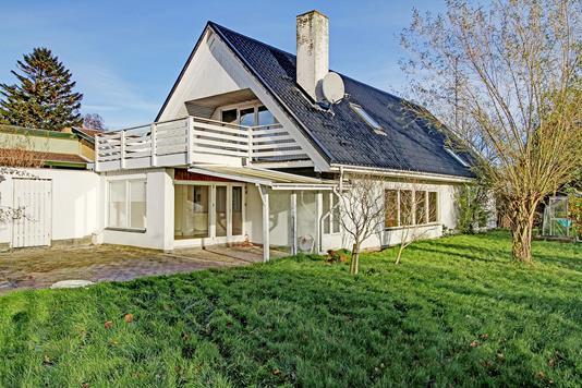 Villa på Dr Mølle Stationsvej i Dronningmølle - Ejendommen