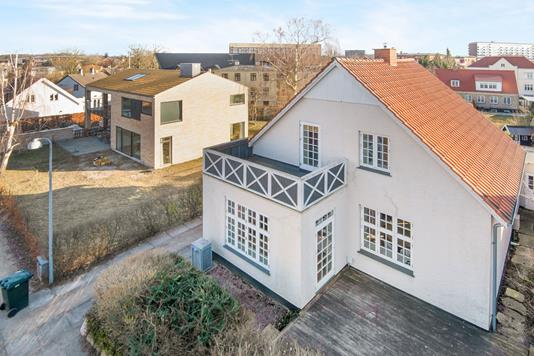 Villa på Thorsvej i Kongens Lyngby - Ejendommen