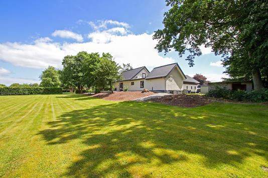 Villa på Bækvej i Give - Ejendommen