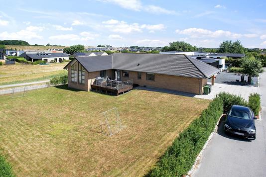 Villa på Rosenhaven i Vejle Øst - Set fra vejen