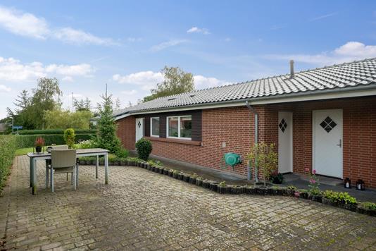 Villa på Bredalkærvej i Vejle Øst - Set fra vejen