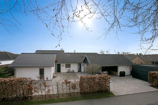 Villa på Højskolevej i Vejle - Set fra vejen