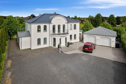 Villa på Mølleparken i Børkop - Set fra vejen