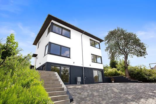 Villa på Strandvejen i Vejle Øst - Set fra vejen