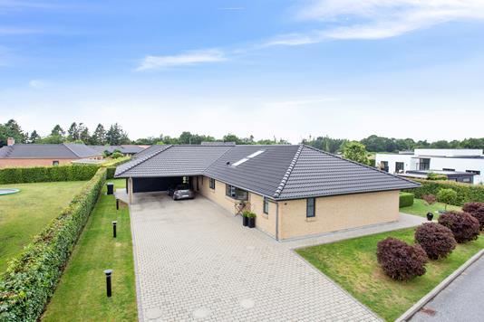 Villa på Storedalsvej i Bredsten - Set fra vejen