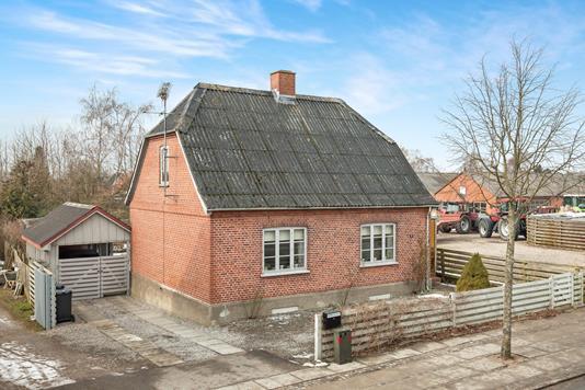 Villa på Hovedgaden i Mørkøv - Ejendommen