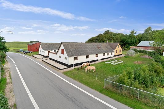 Landejendom på Nørupvej i Holbæk - Set fra vejen