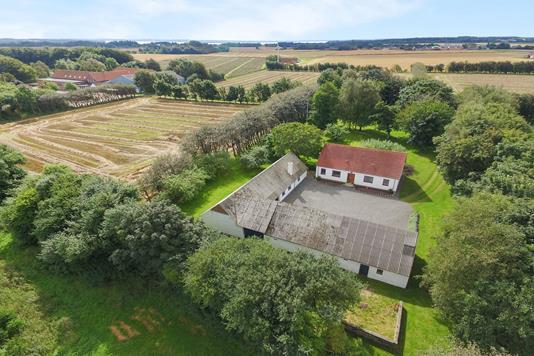 Landejendom på Thise Kirkevej i Roslev - Luftfoto