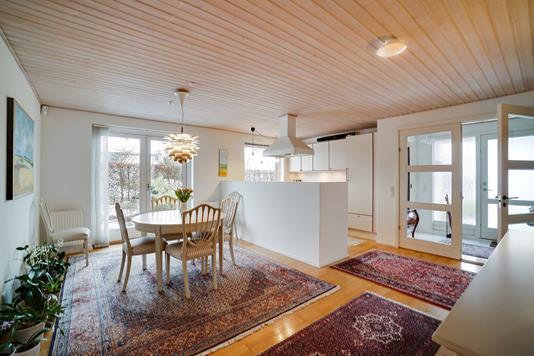 Villa på Frydenlund Park i Vedbæk - Køkken alrum