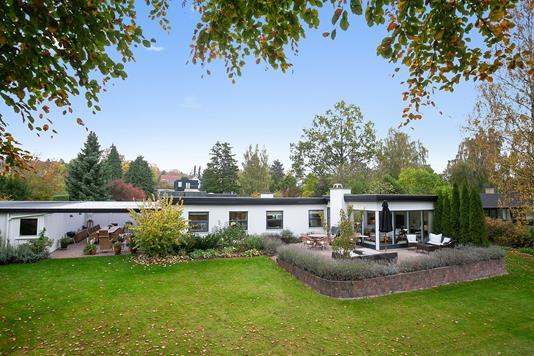 Villa på Arnevangen i Holte - Set fra haven