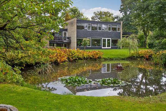 Villa på Paradisvænget i Holte - Ejendommen